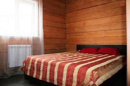 Двухместные номера оснащены большими европейскими кроватями, качественными высокими матрасами и постельным бельем из сатина.